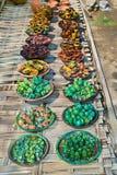 Παραδοσιακά βάζο και βάζο στην αγορά στο χωριό Nyaungshwe, Myan στοκ εικόνες