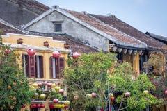 Παραδοσιακά ελαφριά φανάρια σε Hoi ένα τοπίο πόλεων στο ηλιοβασίλεμα, προορισμός ταξιδιού του Βιετνάμ στοκ εικόνες