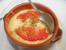 Παραδοσιακά ελληνικά τρόφιμα με το τυρί, τρόφιμα bouyourdi στοκ εικόνες με δικαίωμα ελεύθερης χρήσης