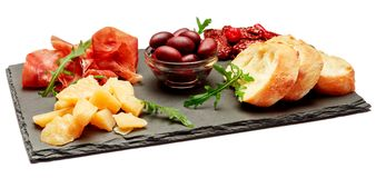 Παραδοσιακά ιταλικά γεύματα - crudo ή jamon, παρμεζάνα, ντομάτες prosciutto στοκ εικόνα με δικαίωμα ελεύθερης χρήσης