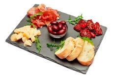 Παραδοσιακά ιταλικά γεύματα - crudo ή jamon, παρμεζάνα, ντομάτες prosciutto στοκ εικόνες