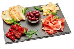 Παραδοσιακά ιταλικά γεύματα - crudo ή jamon, παρμεζάνα, ντομάτες prosciutto στοκ φωτογραφία με δικαίωμα ελεύθερης χρήσης