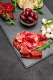 Παραδοσιακά ιταλικά γεύματα - crudo ή jamon, παρμεζάνα, ντομάτες prosciutto στοκ φωτογραφίες με δικαίωμα ελεύθερης χρήσης