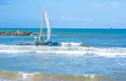Παραδοσιακά καταμαράν αλιείας Lankan Sri Στοκ φωτογραφία με δικαίωμα ελεύθερης χρήσης