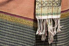 Παραδοσιακά κοστούμια που υφαίνονται με τα λαϊκά κλωστοϋφαντουργικά προϊόντα βαμβακιού/της Ταϊλάνδης Στοκ φωτογραφία με δικαίωμα ελεύθερης χρήσης