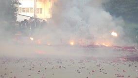 Παραδοσιακά κόκκινα firecrackers στην Κίνα φιλμ μικρού μήκους