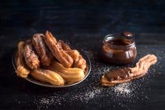 Παραδοσιακά μεξικάνικα churros επιδορπίων στοκ εικόνα