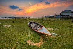 Παραδοσιακά νησιά Wonderfull Ινδονησία Riau βαρκών άποψης ηλιοβασιλέματος στοκ εικόνα
