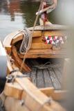 Παραδοσιακά ολλανδικά αλιευτικά σκάφη Botter στο μικρό λιμάνι του α Στοκ Φωτογραφία