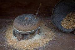 Παραδοσιακά παλαιά αλέθοντας millstones Nepali, ντεμοντέ λι Στοκ Εικόνες