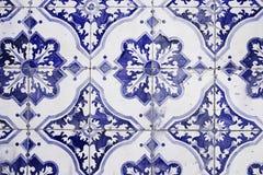 Παραδοσιακά περίκομψα πορτογαλικά διακοσμητικά κεραμίδια στοκ φωτογραφίες