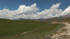Παραδοσιακά σπίτια νομάδων στο Κιργιστάν απόθεμα βίντεο