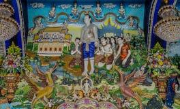 Παραδοσιακά ταϊλανδικά γλυπτά ύφους και ζωγραφική στην εκκλησία κάτω από τη διακόσμηση του ναού Wat Pariwat Στοκ Εικόνα