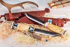 Παραδοσιακά φινλανδικά μαχαίρια Puukko ζωνών με την κοπή ΕΔ καμπής Στοκ Φωτογραφίες