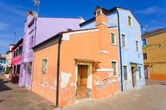 Παραδοσιακά χρωματισμένα Burano σπίτια, Βενετία Στοκ Φωτογραφίες