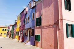 Παραδοσιακά χρωματισμένα Burano σπίτια, Βενετία στοκ φωτογραφία με δικαίωμα ελεύθερης χρήσης