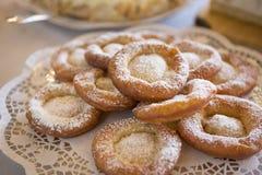 Παραδοσιακές γερμανικές τηγανισμένες ζύμες ζύμης στοκ εικόνες
