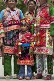 παραδοσιακές γυναίκες μειονότητας ενδυμάτων yi Στοκ Φωτογραφίες