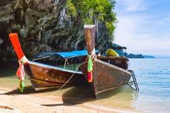 Παραδοσιακές μακριές βάρκες ουρών στην Ταϊλάνδη Στοκ Εικόνα