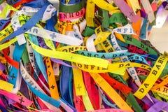 Παραδοσιακές χρωματισμένες κορδέλλες αποκαλούμενες Bonfim σε Bahia, Βραζιλία στοκ φωτογραφία με δικαίωμα ελεύθερης χρήσης