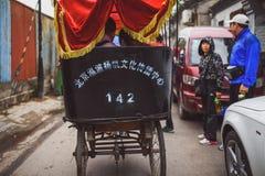 Παραδοσιακή δίτροχος χειράμαξα σε παλαιό Hutongs, Πεκίνο, Κίνα Στοκ εικόνα με δικαίωμα ελεύθερης χρήσης