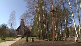 Παραδοσιακή εκκλησία και όμορφο περιβάλλον στο ναυπηγείο απόθεμα βίντεο