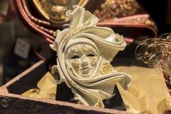 Παραδοσιακή ενετική μάσκα στο κατάστημα στην οδό, Βενετία Ιταλία Στοκ Φωτογραφίες