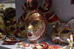 Παραδοσιακή ενετική μάσκα στο κατάστημα στην οδό, Βερόνα Ιταλία Στοκ Εικόνες