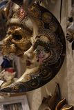Παραδοσιακή ενετική μάσκα στο κατάστημα στην οδό, Βερόνα Ιταλία Στοκ φωτογραφία με δικαίωμα ελεύθερης χρήσης