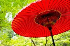 Παραδοσιακή ιαπωνική κόκκινη ομπρέλα Στοκ εικόνα με δικαίωμα ελεύθερης χρήσης