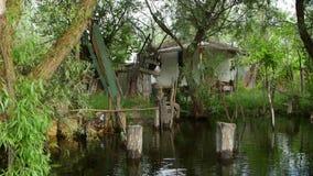 Παραδοσιακή καλύβα αλιείας στο δέλτα Δούναβη απόθεμα βίντεο