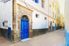 Παραδοσιακή μαροκινή μπλε πόρτα στο medina Στοκ φωτογραφίες με δικαίωμα ελεύθερης χρήσης