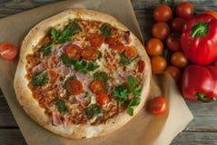 Παραδοσιακή νόστιμη ιταλική πίτσα Στοκ φωτογραφίες με δικαίωμα ελεύθερης χρήσης