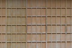 Παραδοσιακή ξύλινη πόρτα ύφους της Ιαπωνίας με το έγγραφο Στοκ φωτογραφία με δικαίωμα ελεύθερης χρήσης