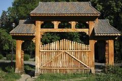 Παραδοσιακή ρουμανική πύλη Στοκ Φωτογραφία