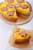 Παραδοσιακή σπιτική πίτα κολοκύθας στο λευκό στοκ εικόνα