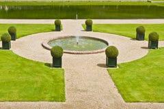 Παραδοσιακός γαλλικός κήπος. Κήπος ύδατος Στοκ φωτογραφίες με δικαίωμα ελεύθερης χρήσης