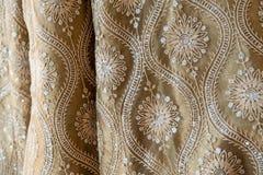 Παραδοσιακός ινδικός γαμήλιος ιματισμός Sari paterns στοκ εικόνες