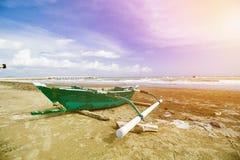Παραδοσιακό αλιευτικό σκάφος, ξύλινη βάρκα, ξύλινο κανό στοκ φωτογραφίες
