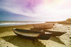 Παραδοσιακό αλιευτικό σκάφος, ξύλινη βάρκα, ξύλινο κανό στοκ εικόνες