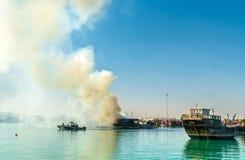 Παραδοσιακό αραβικό dhow στην πυρκαγιά σε Doha, Κατάρ Στοκ Εικόνα