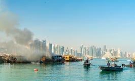 Παραδοσιακό αραβικό dhow στην πυρκαγιά σε Doha, Κατάρ Στοκ φωτογραφίες με δικαίωμα ελεύθερης χρήσης