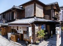 Παραδοσιακό αρχαίο ιαπωνικό ξύλινο σπίτι στοκ εικόνα με δικαίωμα ελεύθερης χρήσης