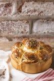 Παραδοσιακό βουλγαρικό σπιτικό ψωμί στοκ εικόνες