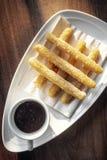 Παραδοσιακό ισπανικό γλυκό σύνολο προγευμάτων σοκολάτας Churros con Στοκ φωτογραφία με δικαίωμα ελεύθερης χρήσης