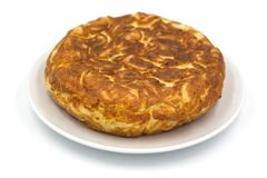 Παραδοσιακό ισπανικό tortilla που απομονώνεται στο άσπρο υπόβαθρο στοκ εικόνες