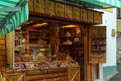 Παραδοσιακό κατάστημα με τις τοπικές λιχουδιές - jerky κρέας και λουκάνικα στοκ φωτογραφία με δικαίωμα ελεύθερης χρήσης