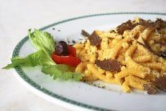 Παραδοσιακό χέρι - γίνοντα ιταλικά ζυμαρικά με τις τρούφες Στοκ Φωτογραφία