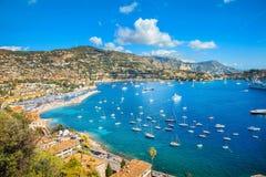 Παραθεριστική πόλη Villefranche-sur-Mer πολυτέλειας Υπόστεγο δ ` Azur, γαλλικό Riviera, Γαλλία στοκ εικόνα με δικαίωμα ελεύθερης χρήσης