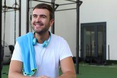 Παρακινημένο άτομο στη γυμναστική στοκ φωτογραφίες